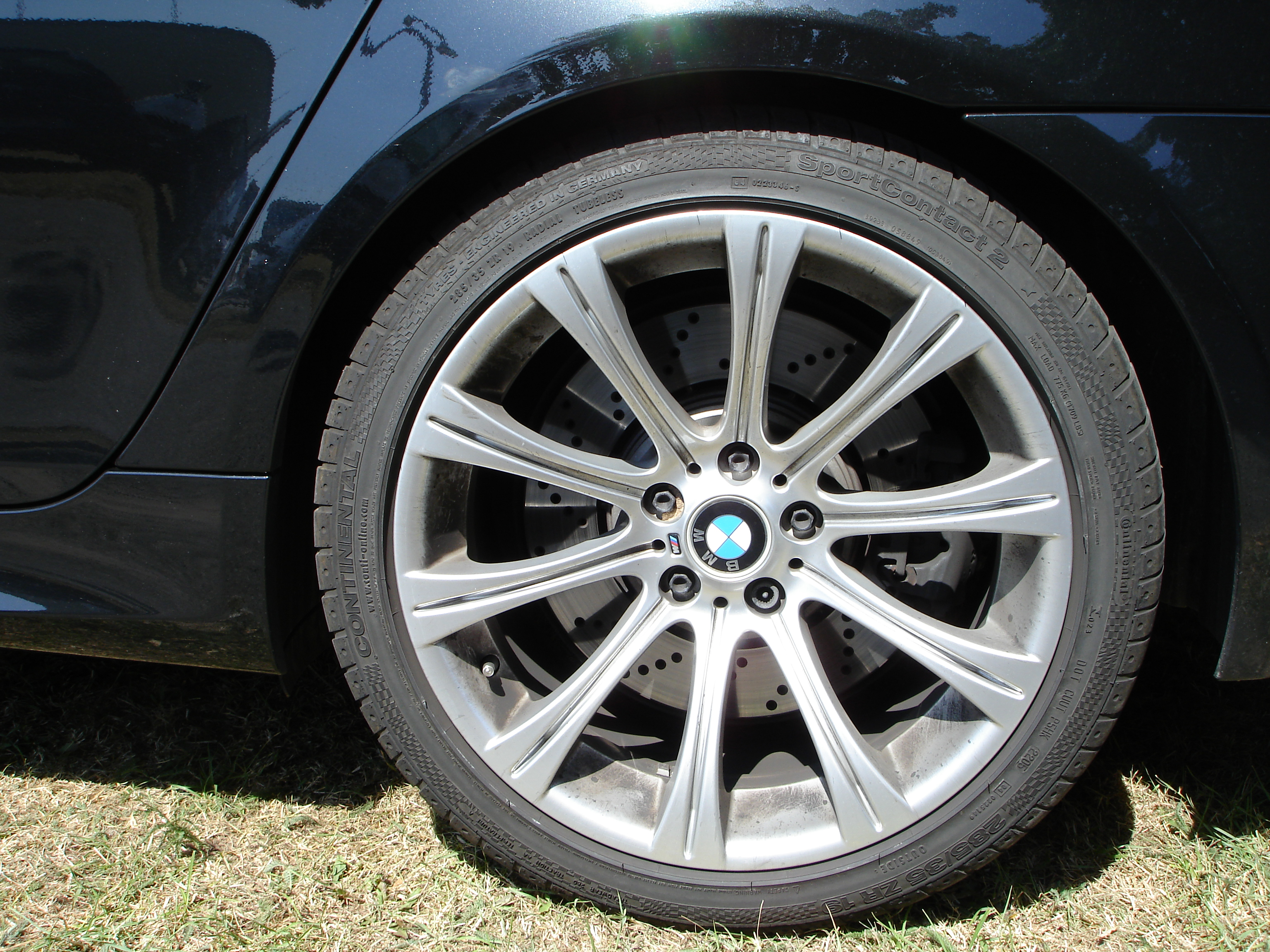File:BMW M5 E60 rim.JPG - Wikimedia Commons