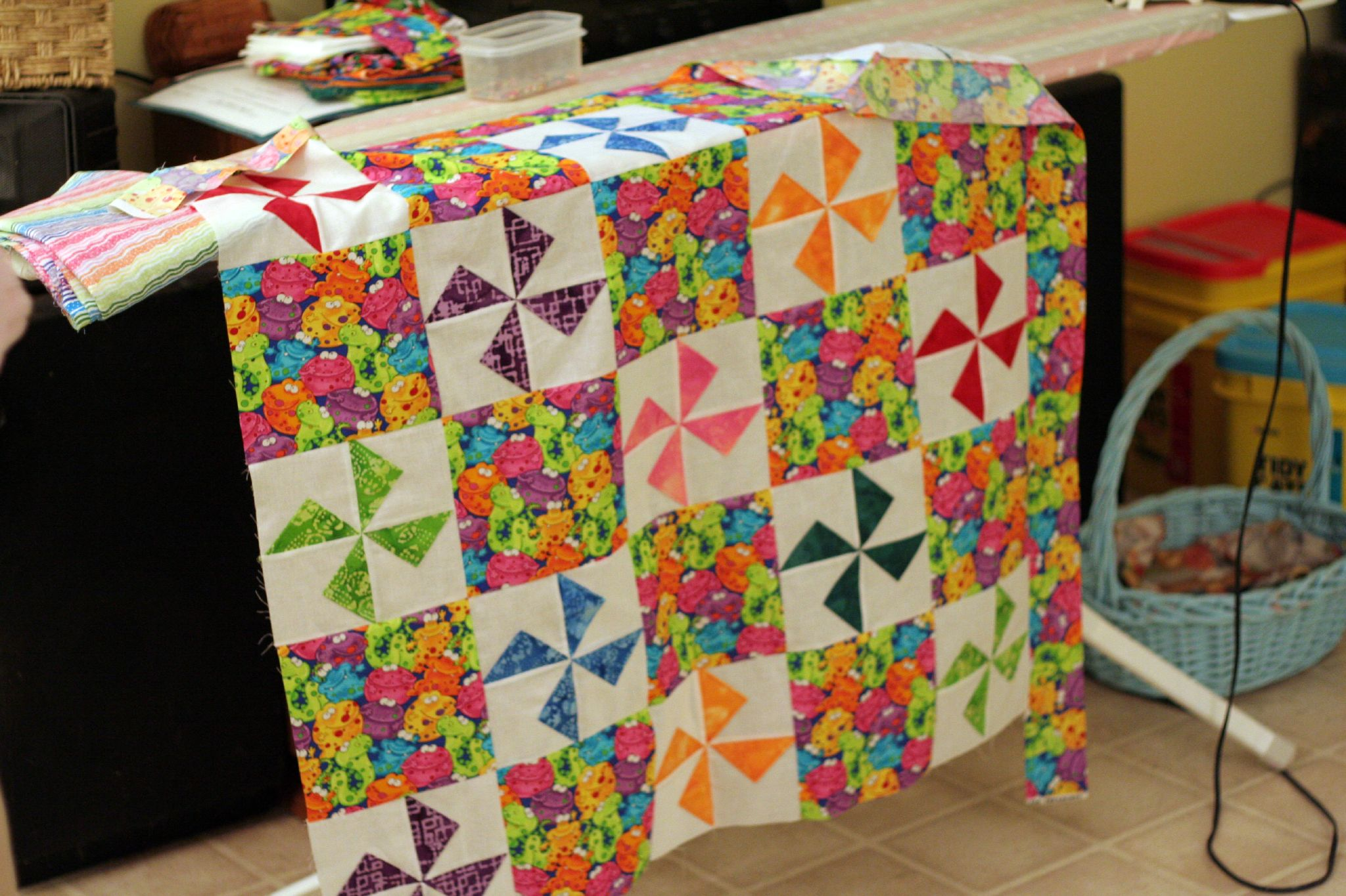 File Baby Quilt In Pinwheel Pattern Jpg Wikimedia Commons