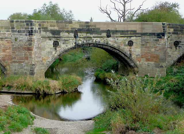 Bridge (detail) over the River Dove, near Burton-on-Trent - geograph.org.uk - 1656512