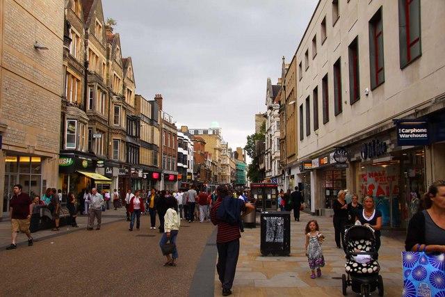 Центральные улицы британских городов ежедневно теряют около 16 магазинов