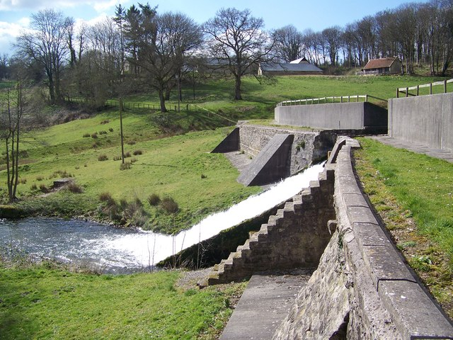 Dam, Fonthill Lake - geograph.org.uk - 742359