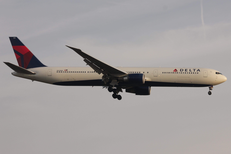 File:Delta 764 N838MH.JPG