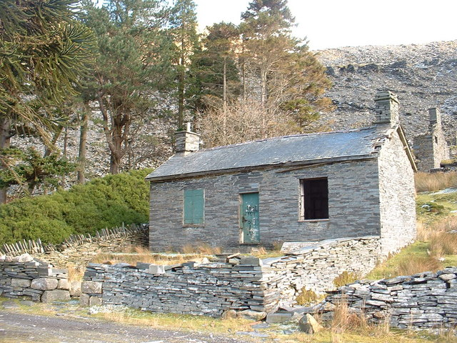 Disused quarry building at Cwmorthin Quarry - geograph.org.uk - 337181