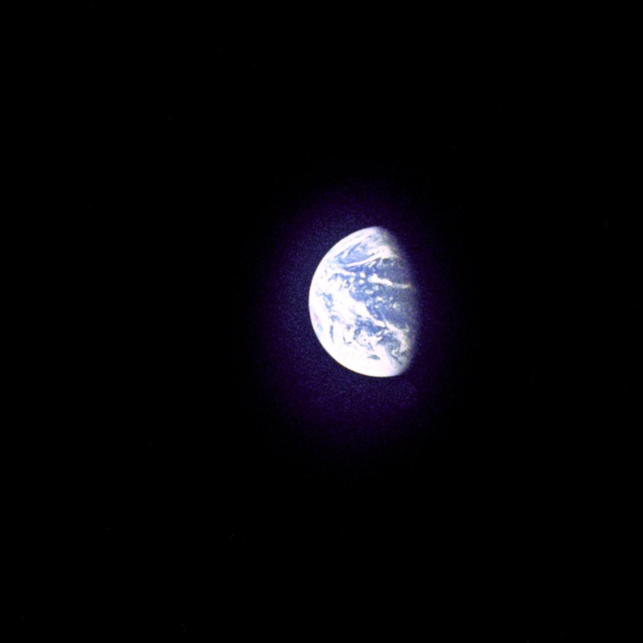 File Earth From Apollo 8 Gpn 2000 001489 Jpg Wikimedia