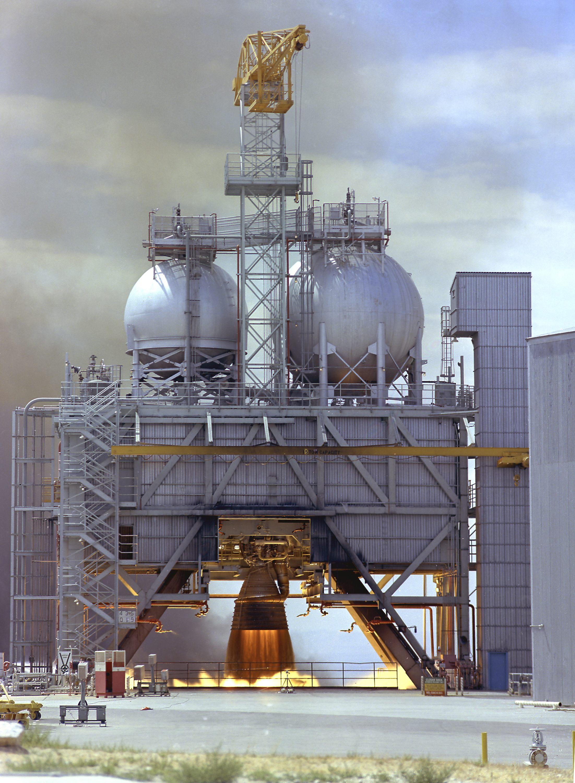 NASA tests vintage Apollo 11 rocket engine for ideas for ...