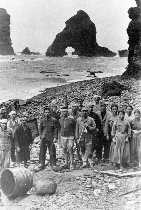 Pescadores coreanos en las Rocas de Liancourt en 1935