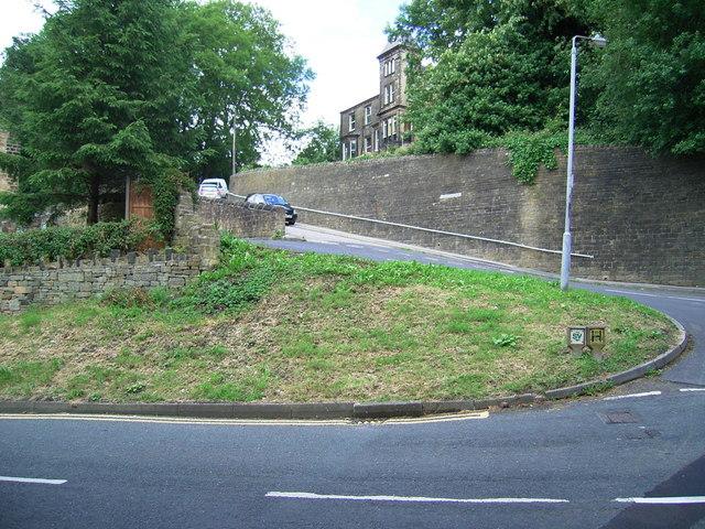 File:Field House Drive, Crimble - geograph.org.uk - 880192.jpg
