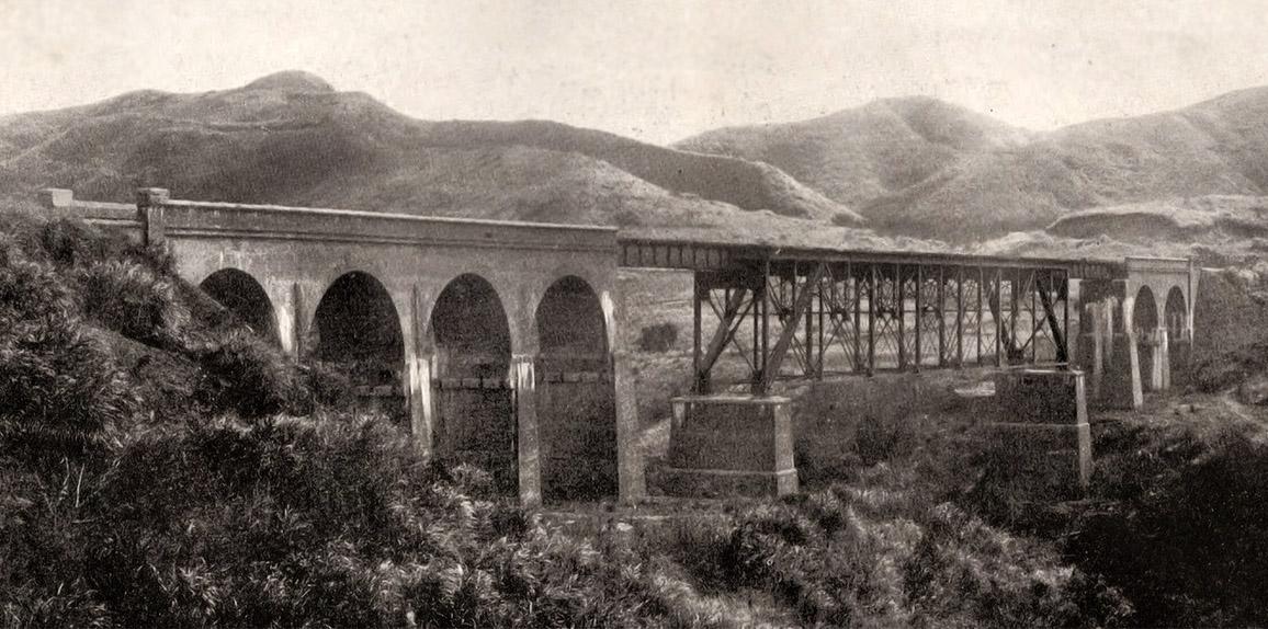 https://upload.wikimedia.org/wikipedia/commons/7/71/Gyo_t%C5%8D_heida_ky%C5%8D_%2CGyo_t%C5%8D_heida_Bridge.jpg