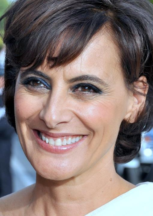 The 60-year old daughter of father André de Seignard and mother Cecilia Sánchez Cirez Ines de la Fressange in 2018 photo. Ines de la Fressange earned a  million dollar salary - leaving the net worth at 43 million in 2018