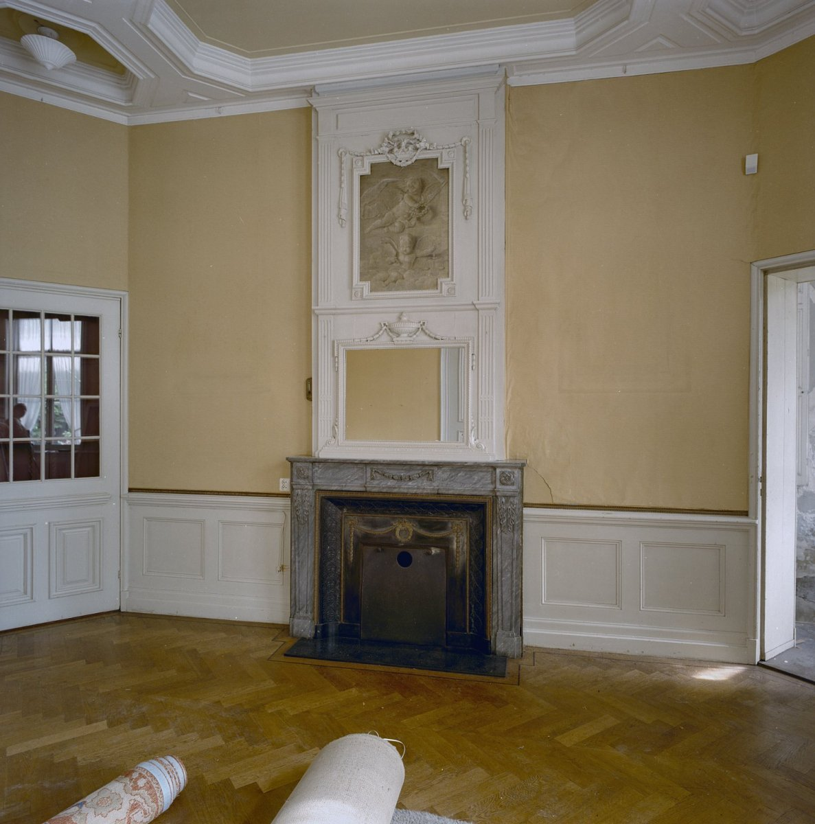 File:Interieur, begane grond, de eetkamer, schouwpartij met ...