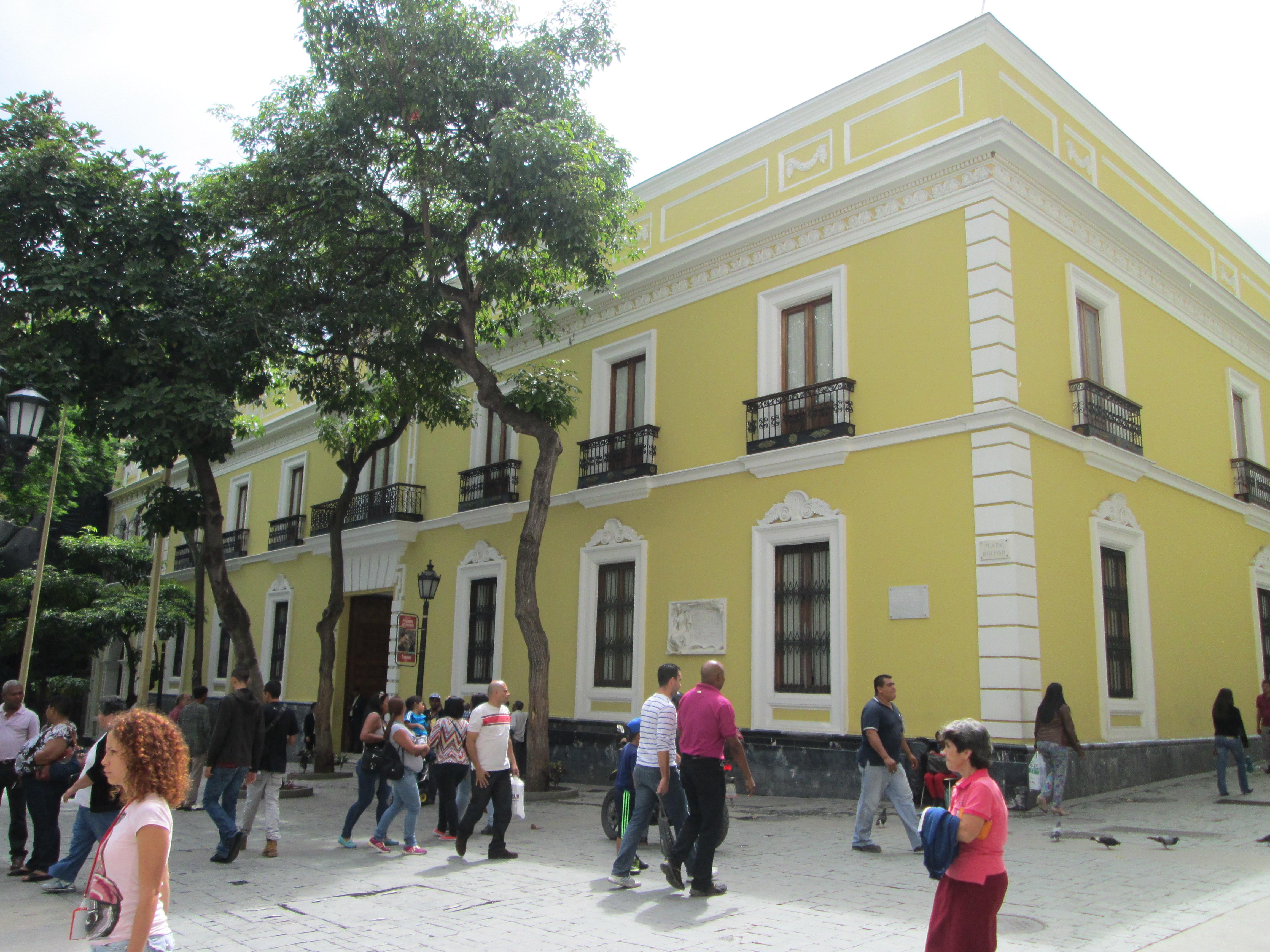 File la casa amarilla jpg wikimedia commons for Casa amarilla la serena