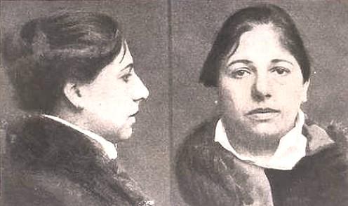 Margaretha Zelle voor de executie.jpg