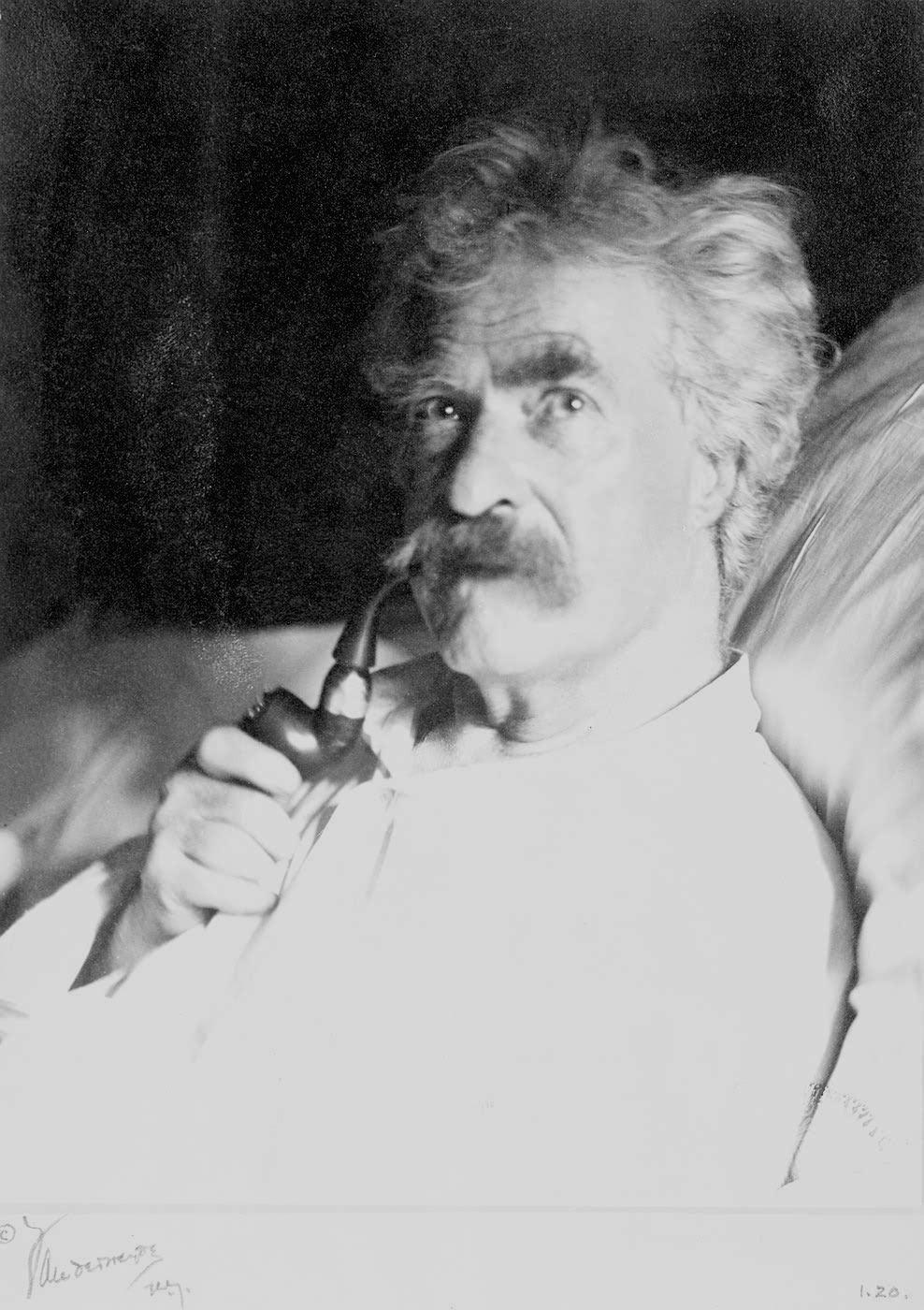 file mark twain with pipe 1906 jpg wikimedia commons