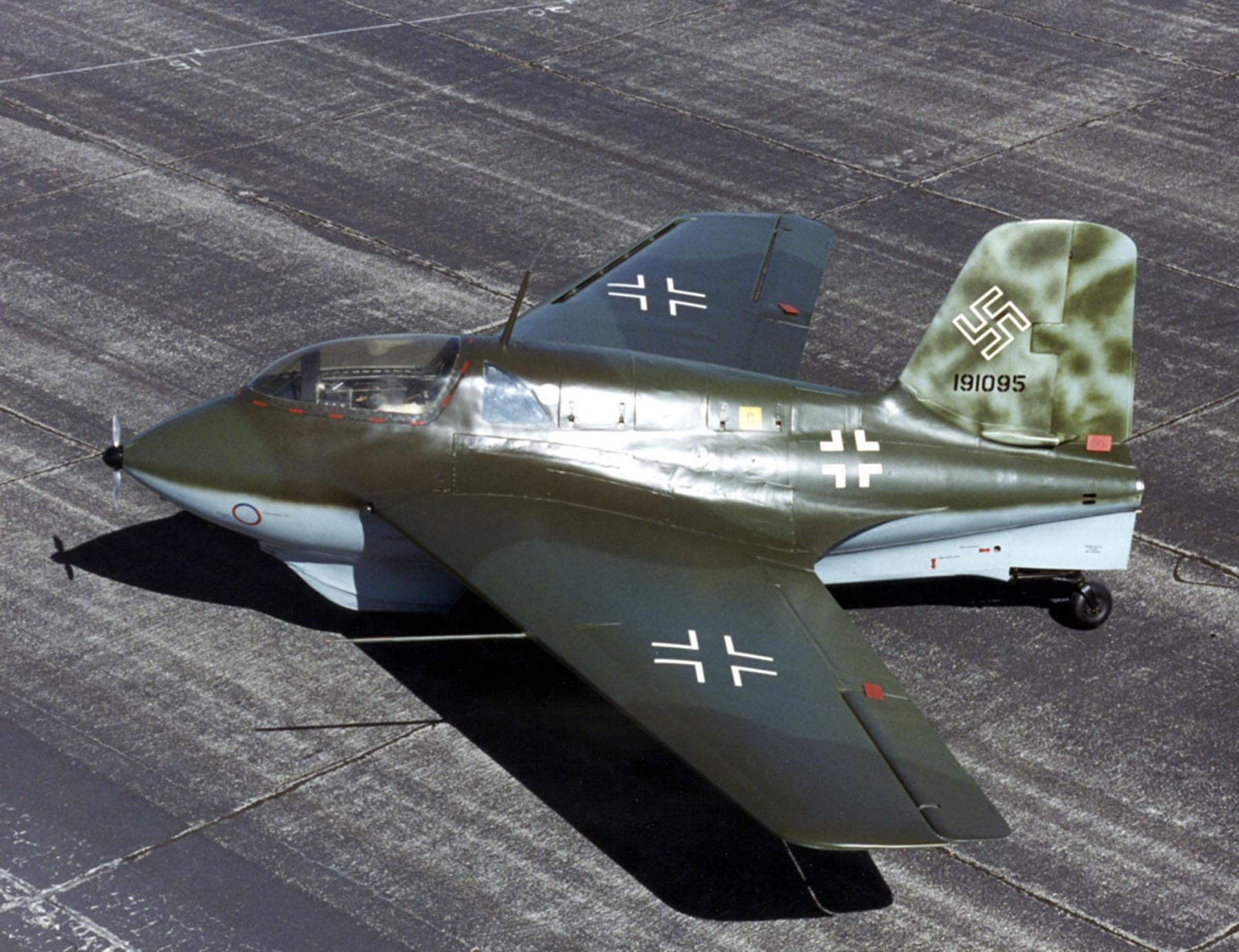Первый боевой вылет выполнен 14 мая 1944 года.