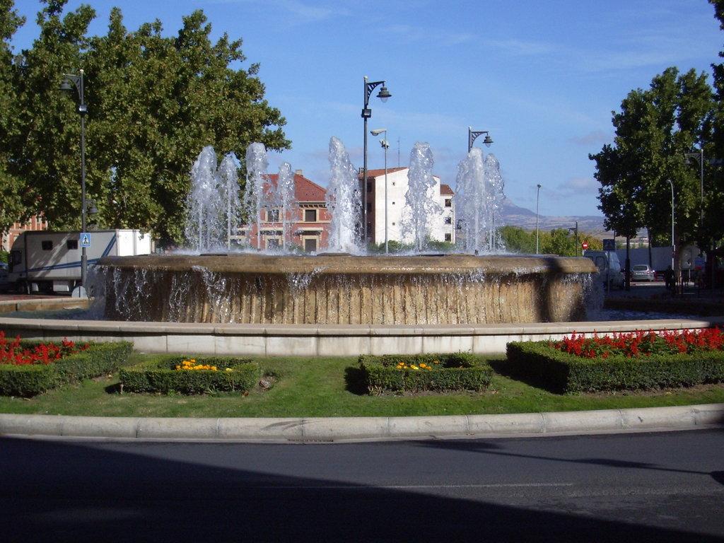 5 DE NOVIEMBRE...........LOGROÑO Murrieta_Fountain_in_Logro%C3%B1o