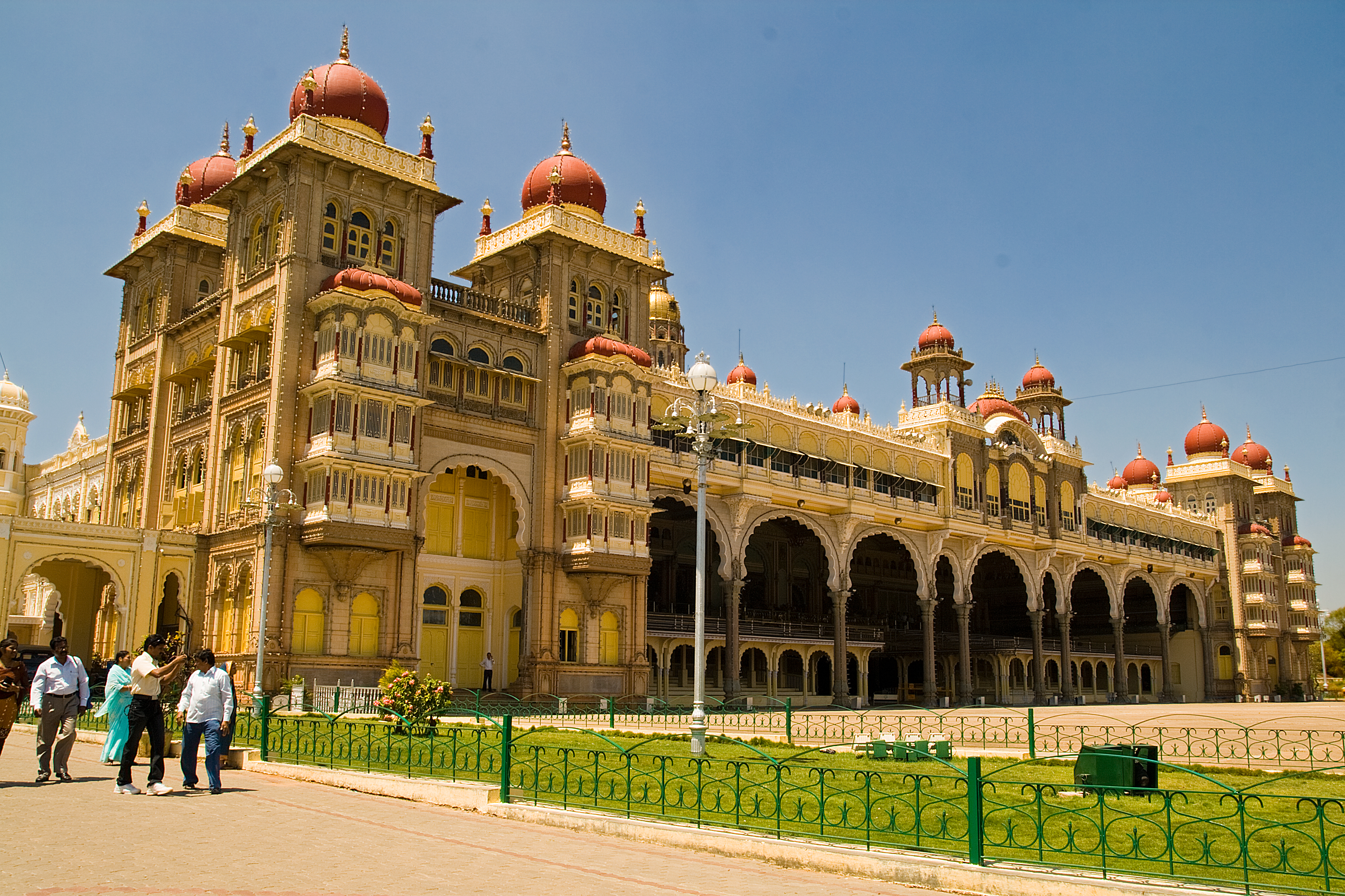 History and description of the Bakhchsarai Palace. Khans Palace in Bakhchisarai