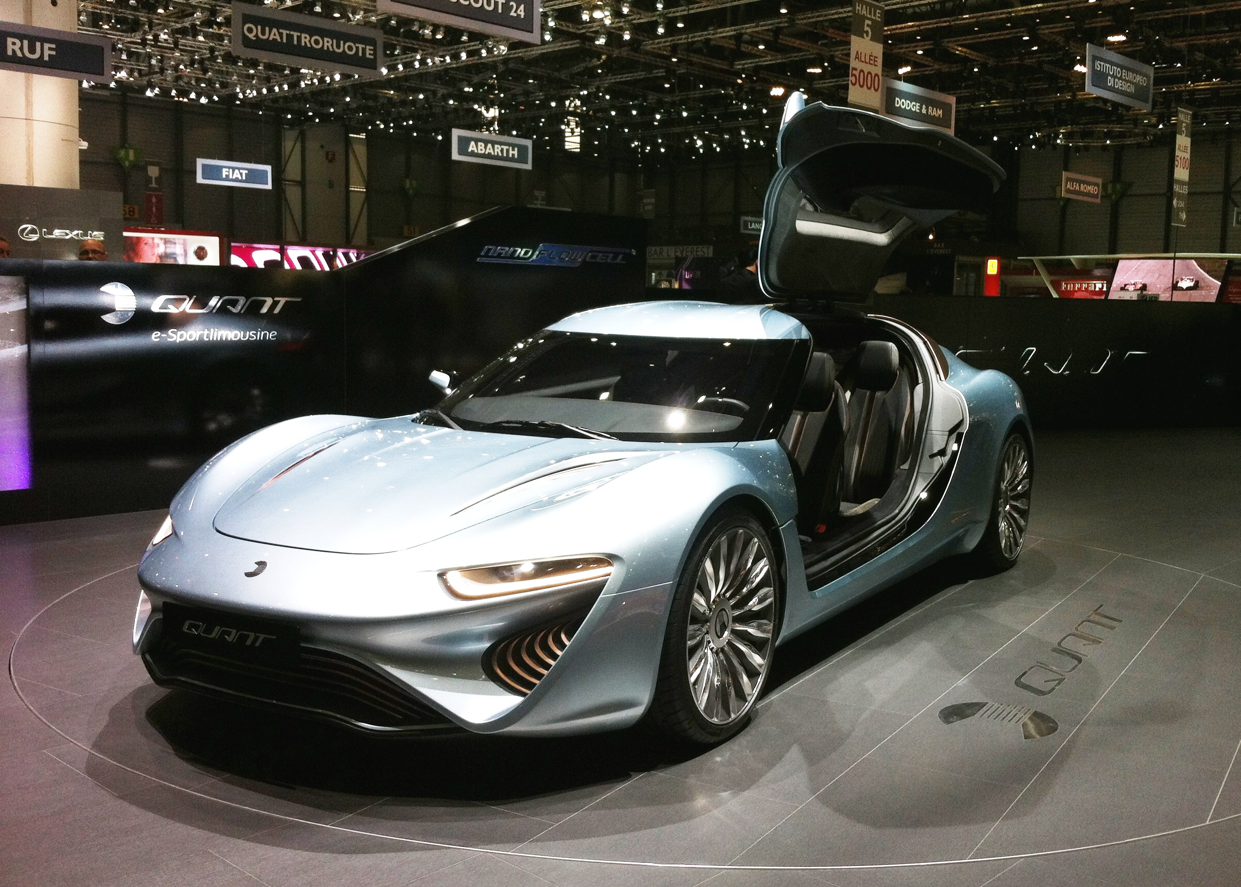 https://upload.wikimedia.org/wikipedia/commons/7/71/NanoFlowcell_Quant_e-Sportlimousine_01.JPG
