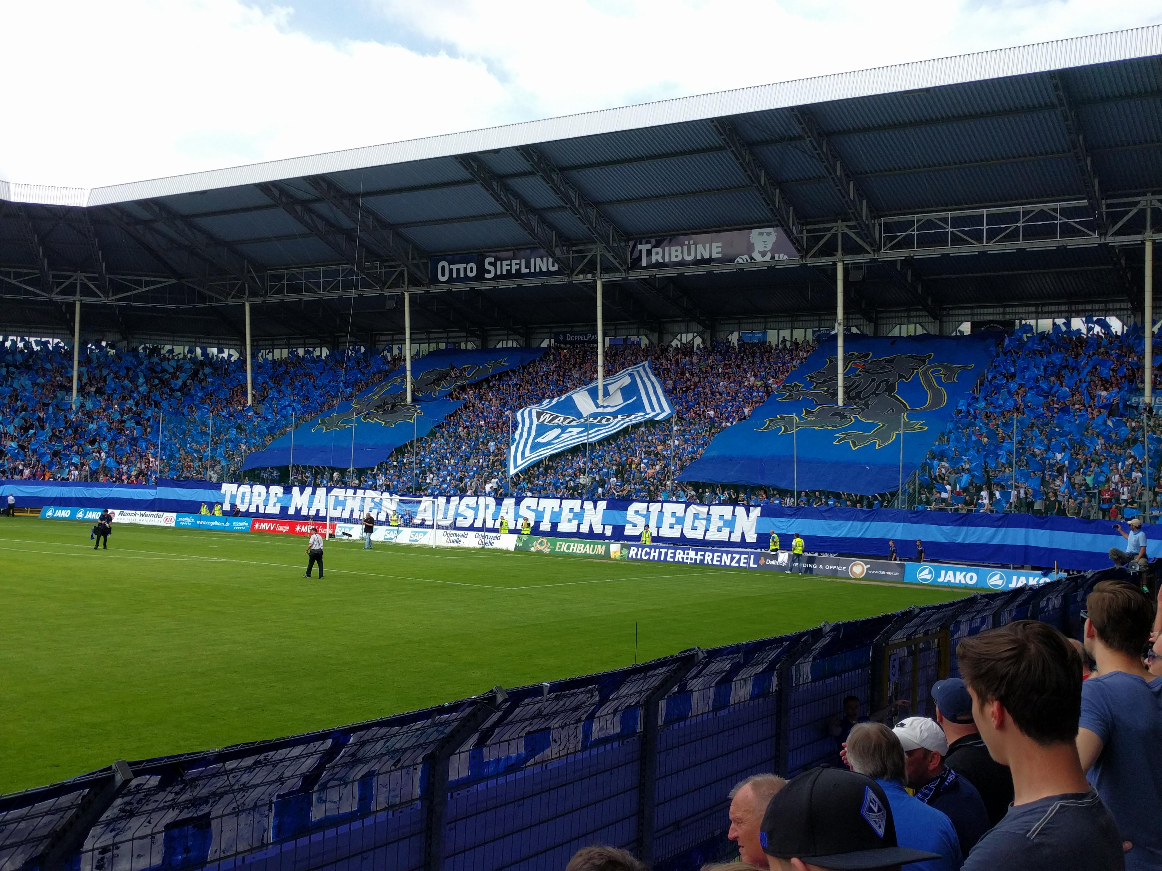 Datei:Otto Siffling Tribüne im Carl-Benz-Stadion des SV Waldhof Mannheim 07.jpg