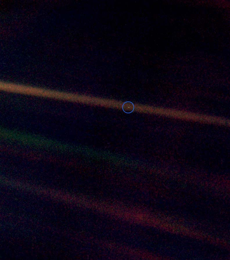 Description PaleBlueDot.jpg