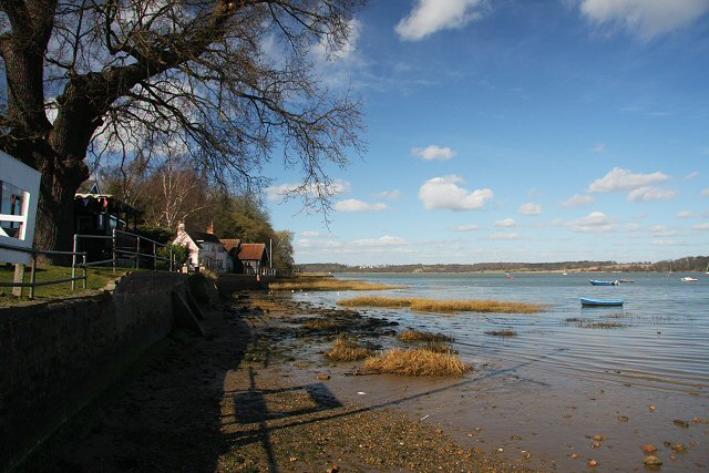 Pin Mill foreshore - geograph.org.uk - 721349