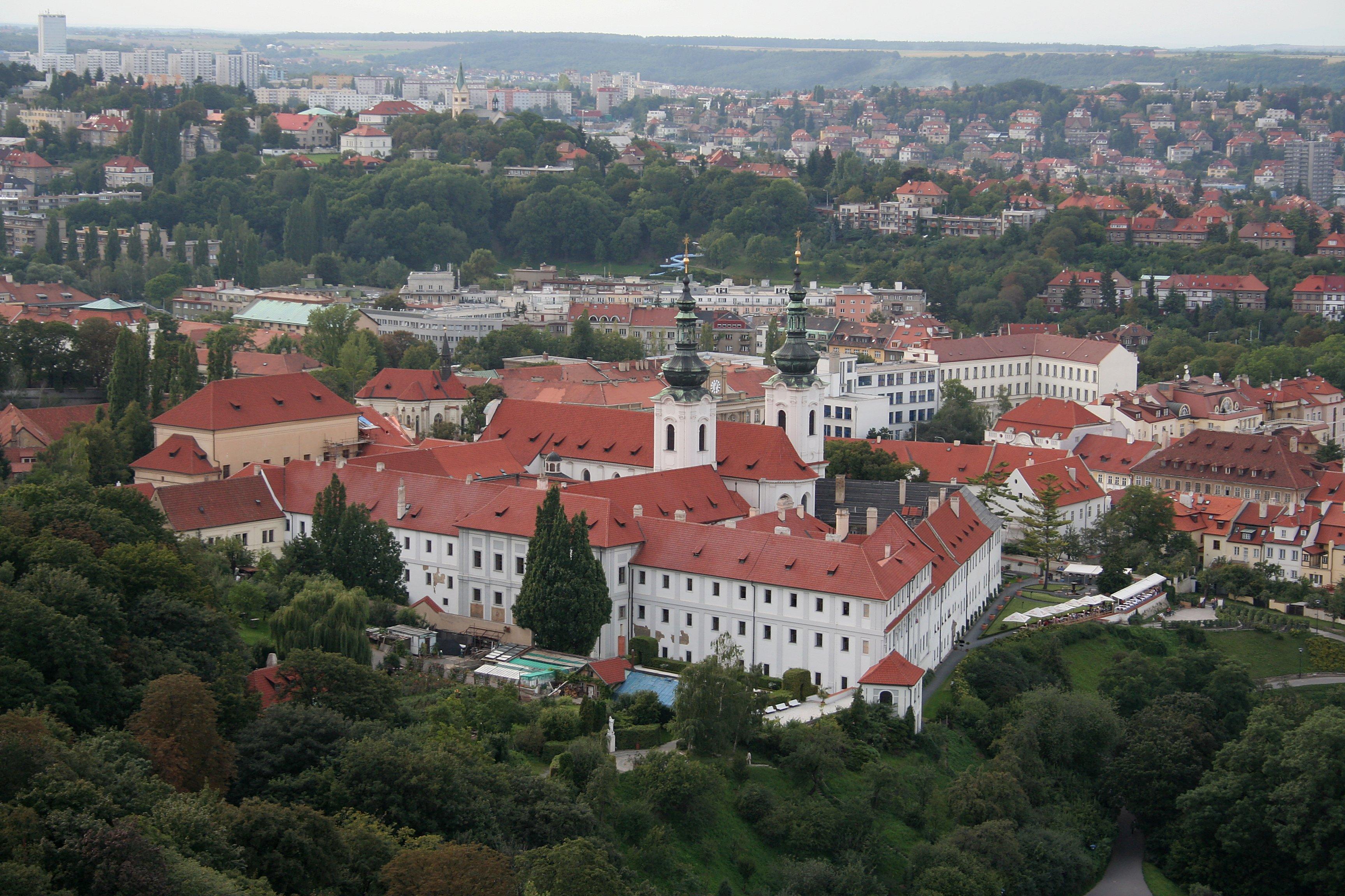 Klaster Praha File:praha Strahovsky Klaster