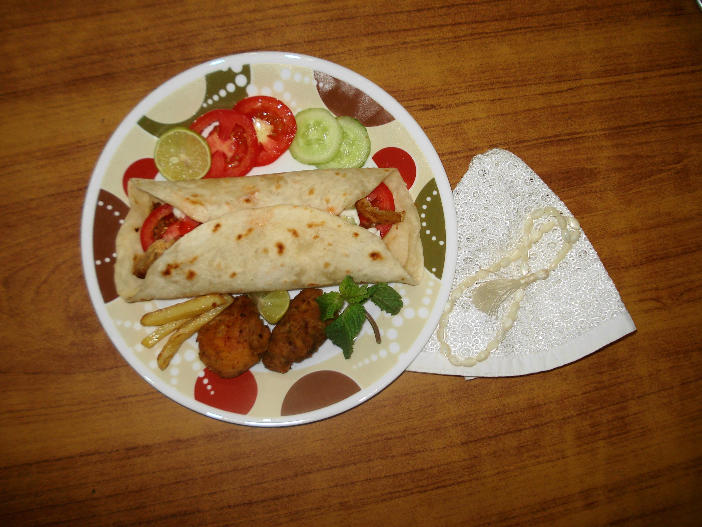 Cuisine of karachi farooj shewarma roll chicken shewarma roll recipe for farooj shewarma forumfinder Image collections