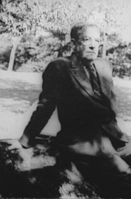 File:Sherwood Anderson In Central Park 1939.jpg