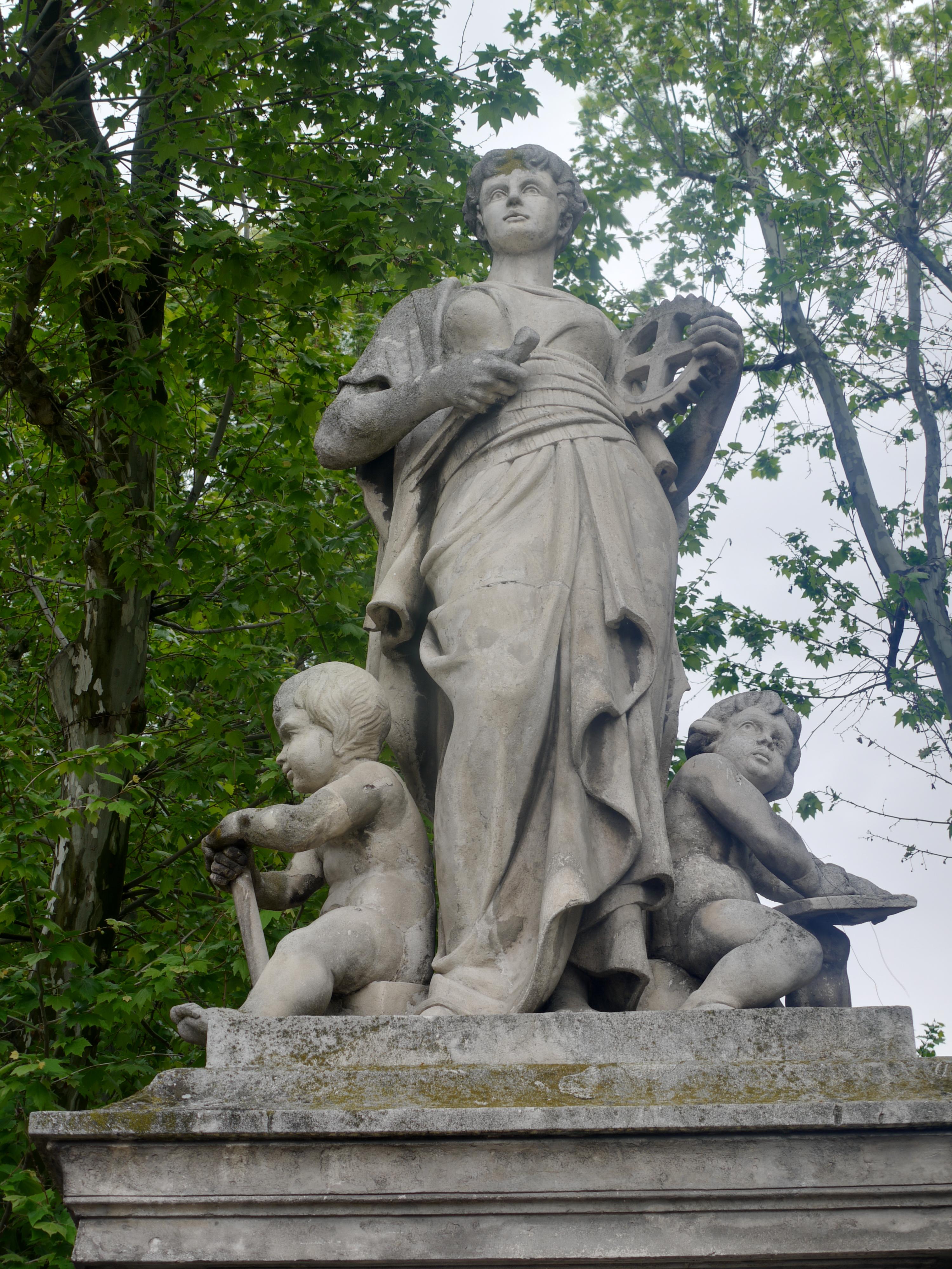 File statue cot nord d tail place de la rotonde for Aix en provence cours de cuisine