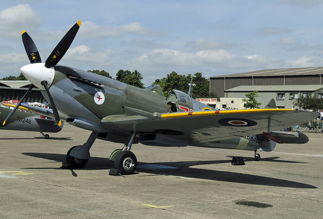 File:Supermarine Spitfire Mk.VIII, Private JP6898706.jpg ...