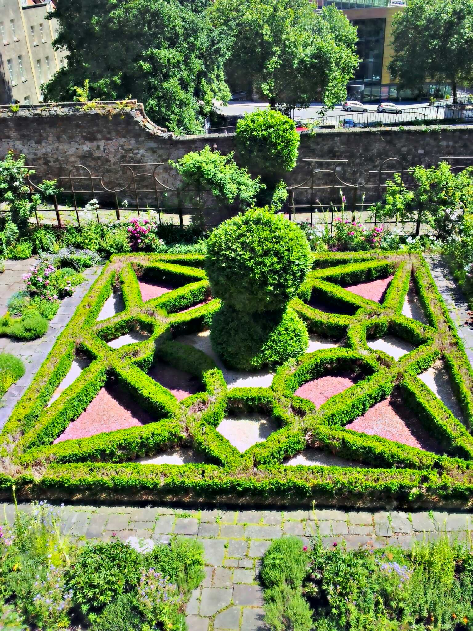Red lodge museum for Tudor knot garden designs