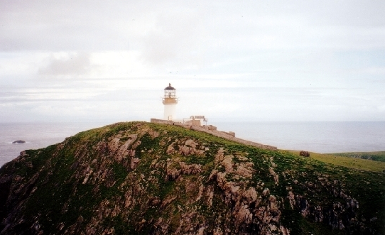 https://upload.wikimedia.org/wikipedia/commons/7/71/The_lighthouse_on_Eilean_Mor.jpg