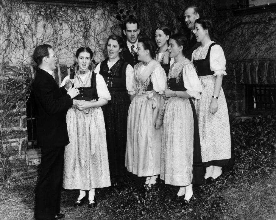 File Trapp Family Singers 1941 Jpg Wikimedia Commons
