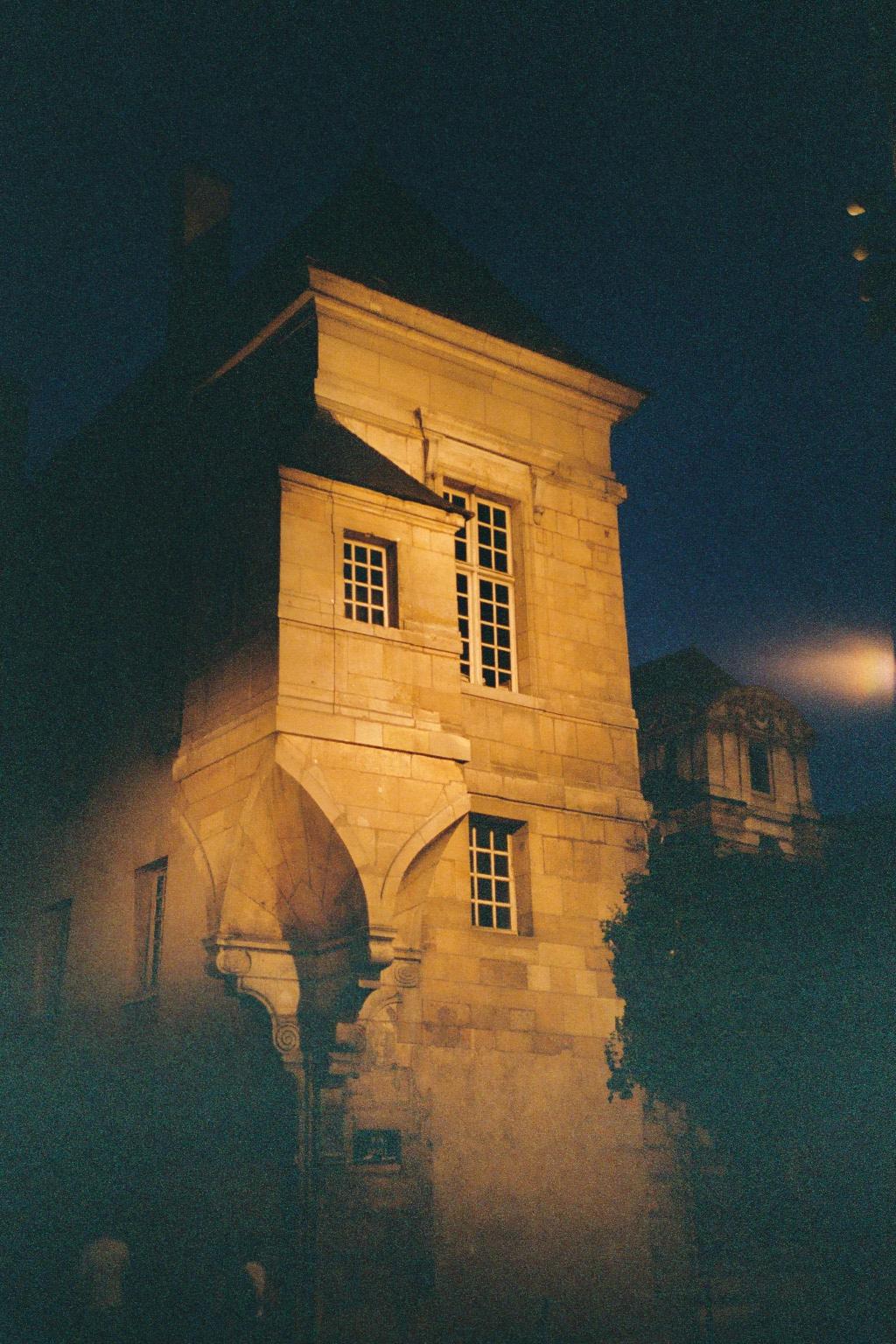 FichierUn coin de Paris un soir.JPG — Wikipédia