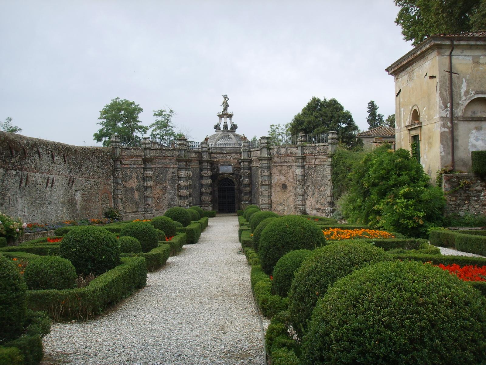 File villa torrigiani di lucca giardino della grotta jpg for Giardino torrigiani