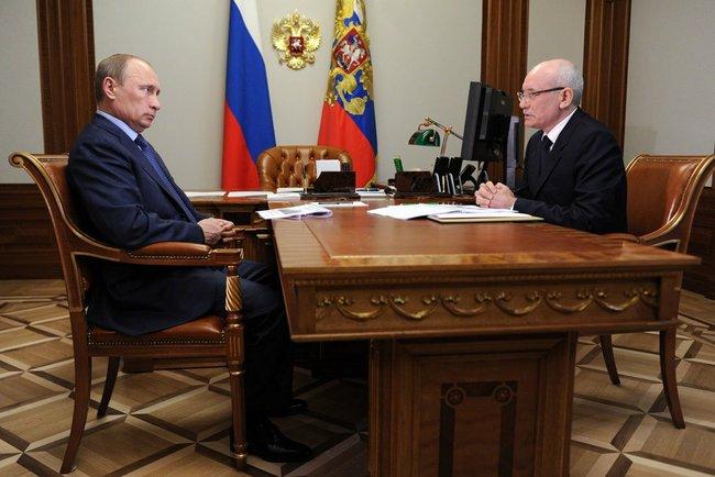 File:Vladimir Putin and Rustem Khamitov 22 May 2013.jpeg