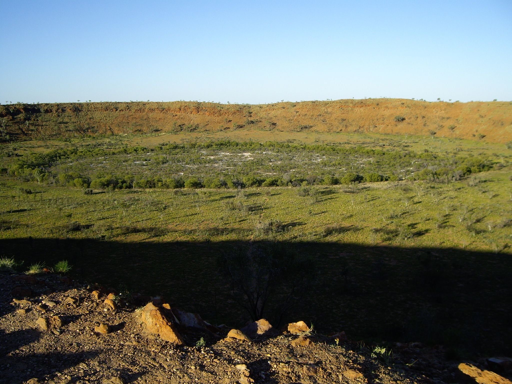 the origin and history of meteor crater Actually, several native american tribes venerated pieces and fragments of the canyon diablo meteorite, a giant iron meteorite that excavated arizona's famous meteor crater upon its impact about 50,000 years ago.