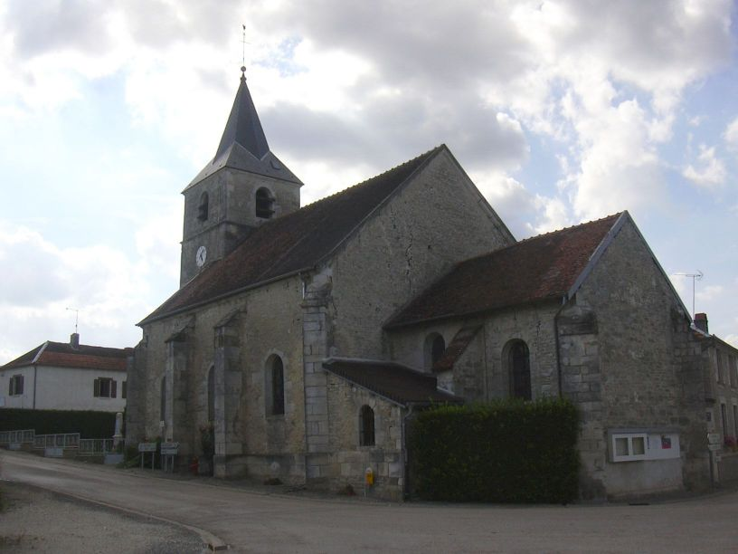 Kyrkan i Saulcy, Église Saint-Brice. Bilden länkad från Wikimedia Commons (foto Peter Potrowl, 2005).
