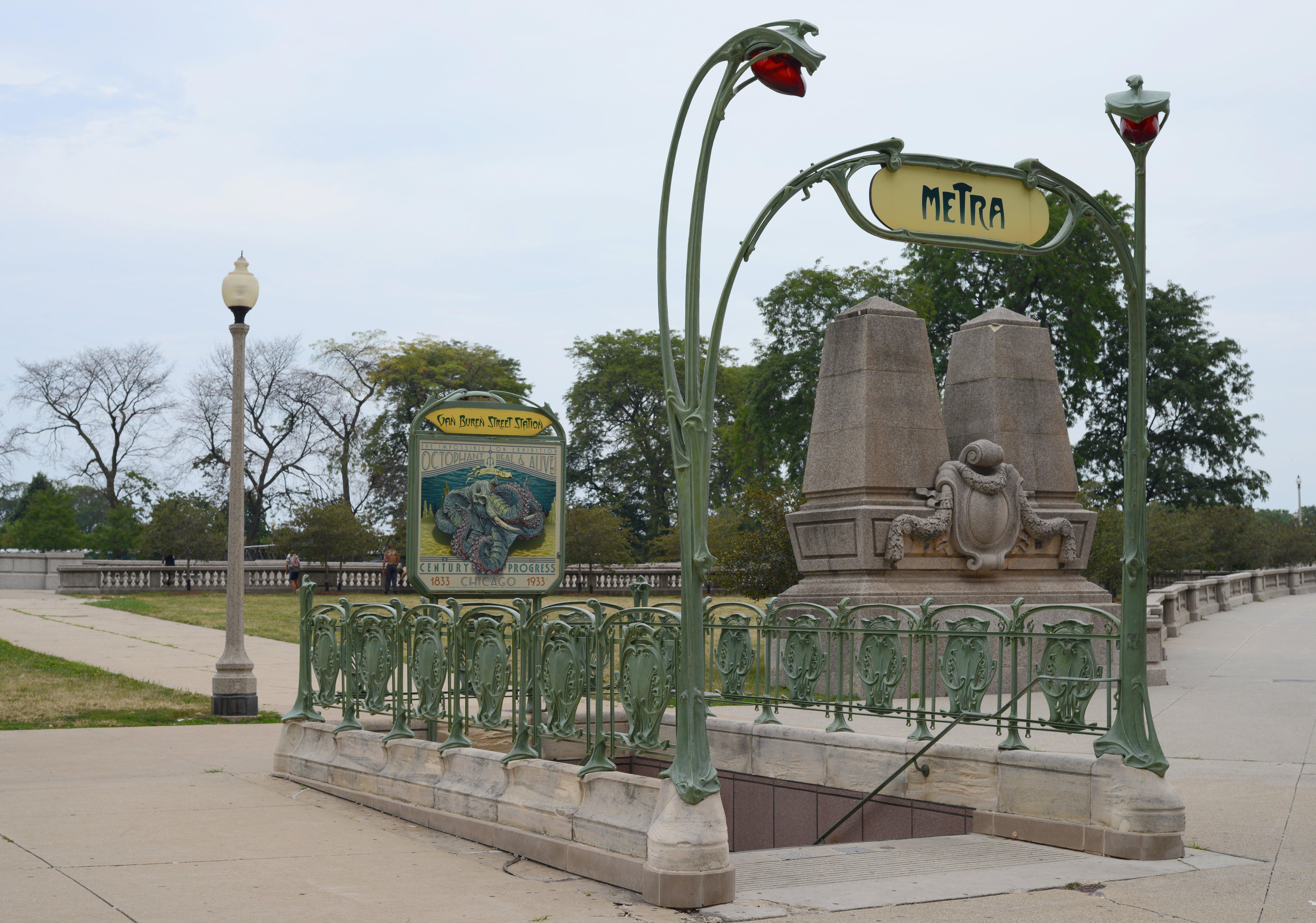 File:2012-07-21 7000x4912 chicago art nouveau metra.jpg - Wikipedia