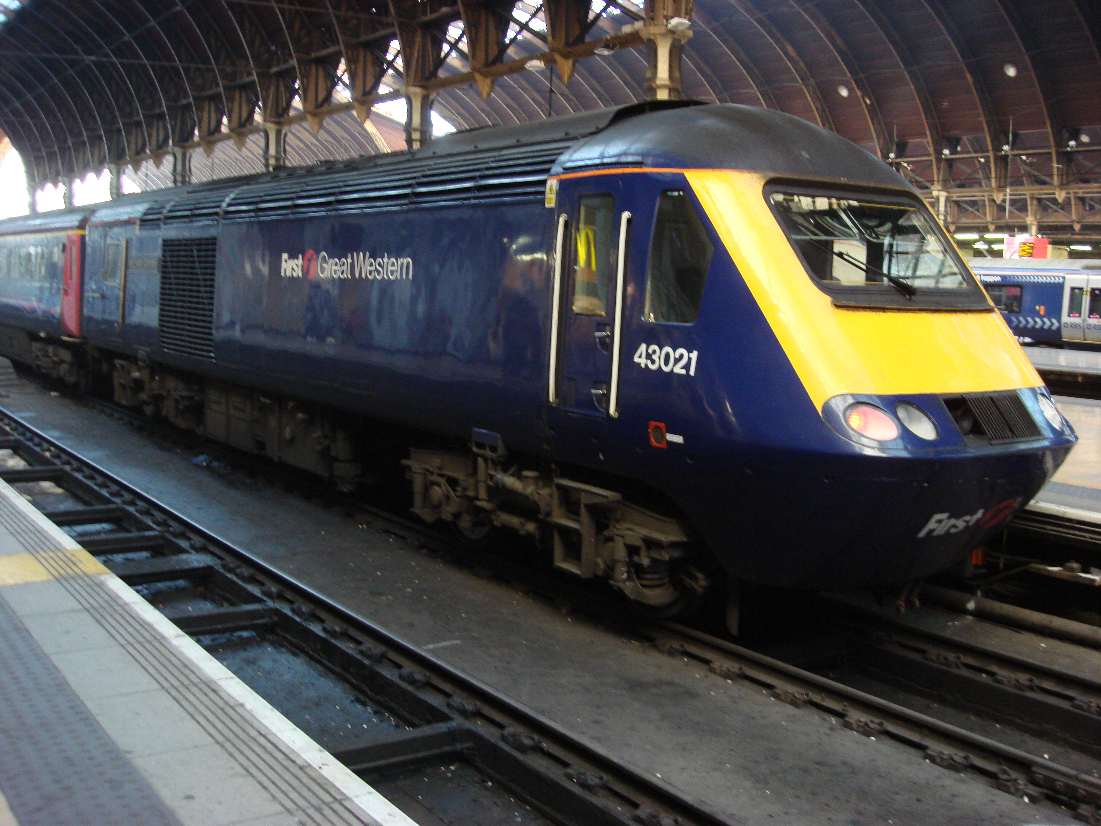 http://upload.wikimedia.org/wikipedia/commons/7/72/43021_at_Paddington_A.jpg