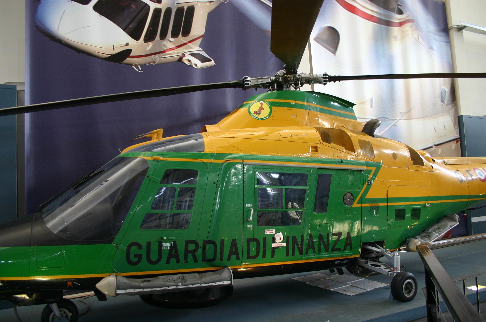 Elicottero Milano : File:9976 milano museo scienza elicottero augusta a 109 1985