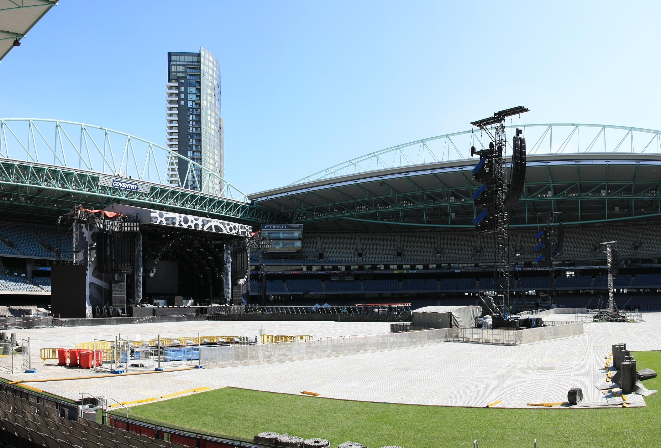 File:ACDC stage set up etihad stadium melbourne 14th feb.jpg - Wikimedia  Commons