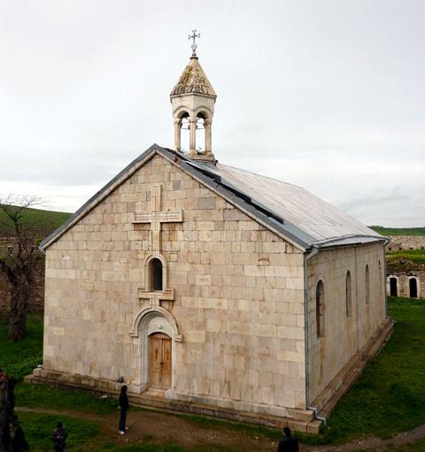 https://upload.wikimedia.org/wikipedia/commons/7/72/Amaras-church.jpeg