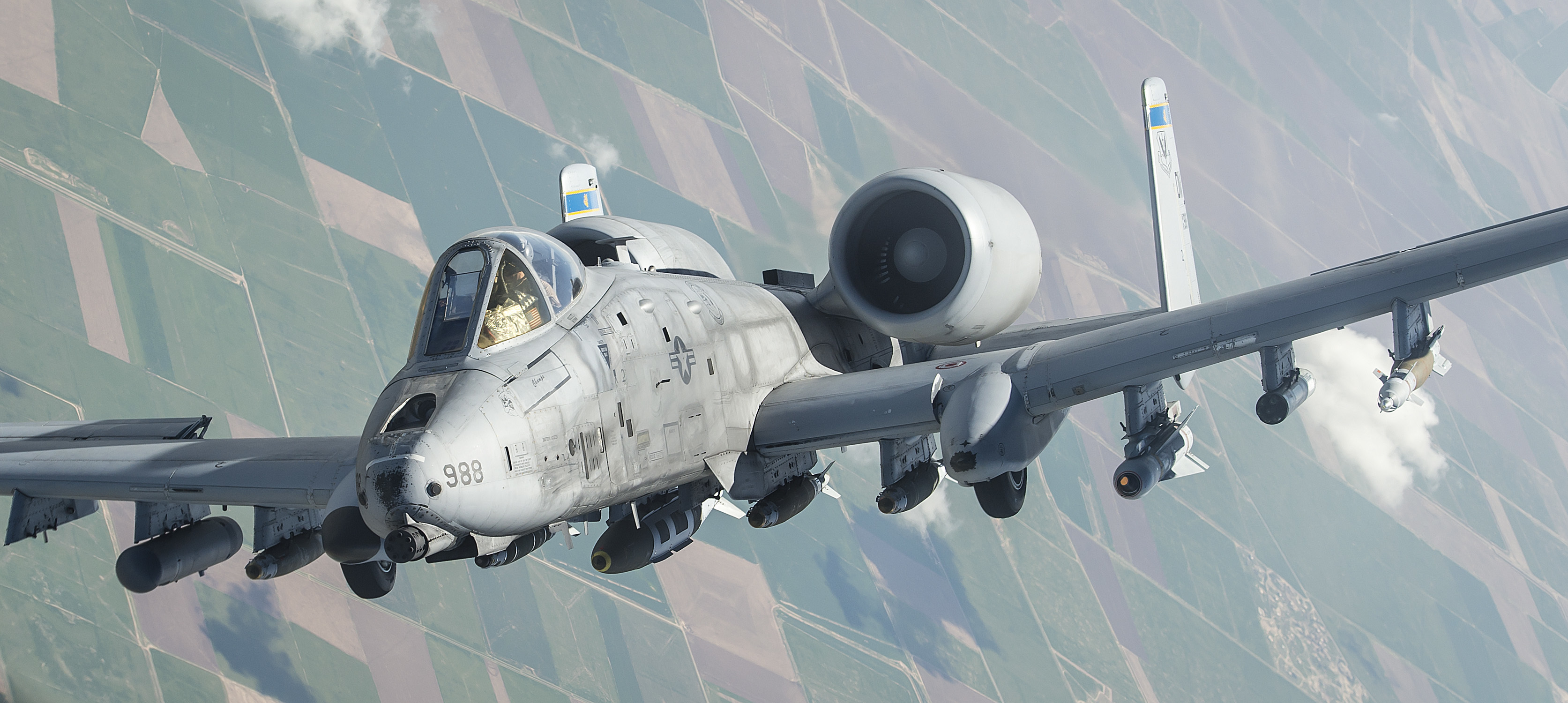 An_A-10_Thunderbolt_II_departs_after_receiving_fuel_%2833509382303%29.jpg