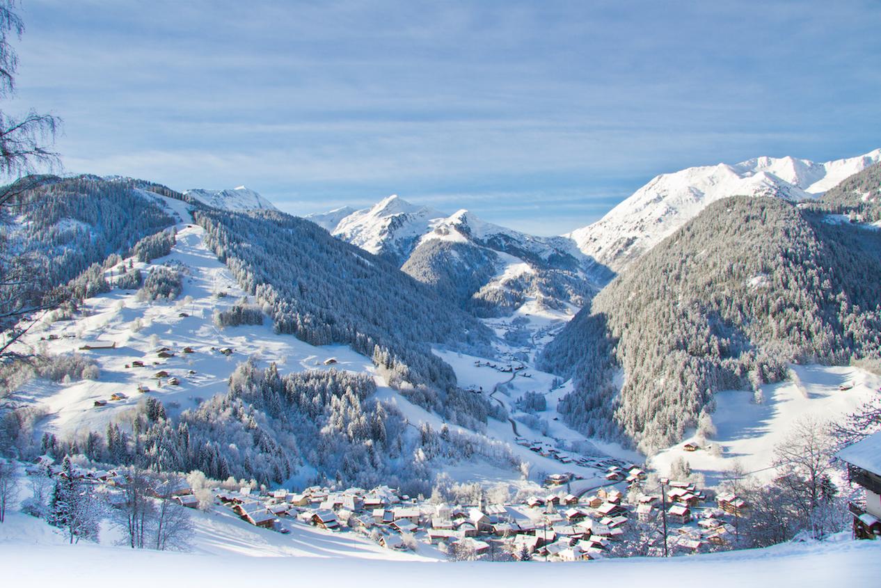 Station de ski dArêches sous la neige