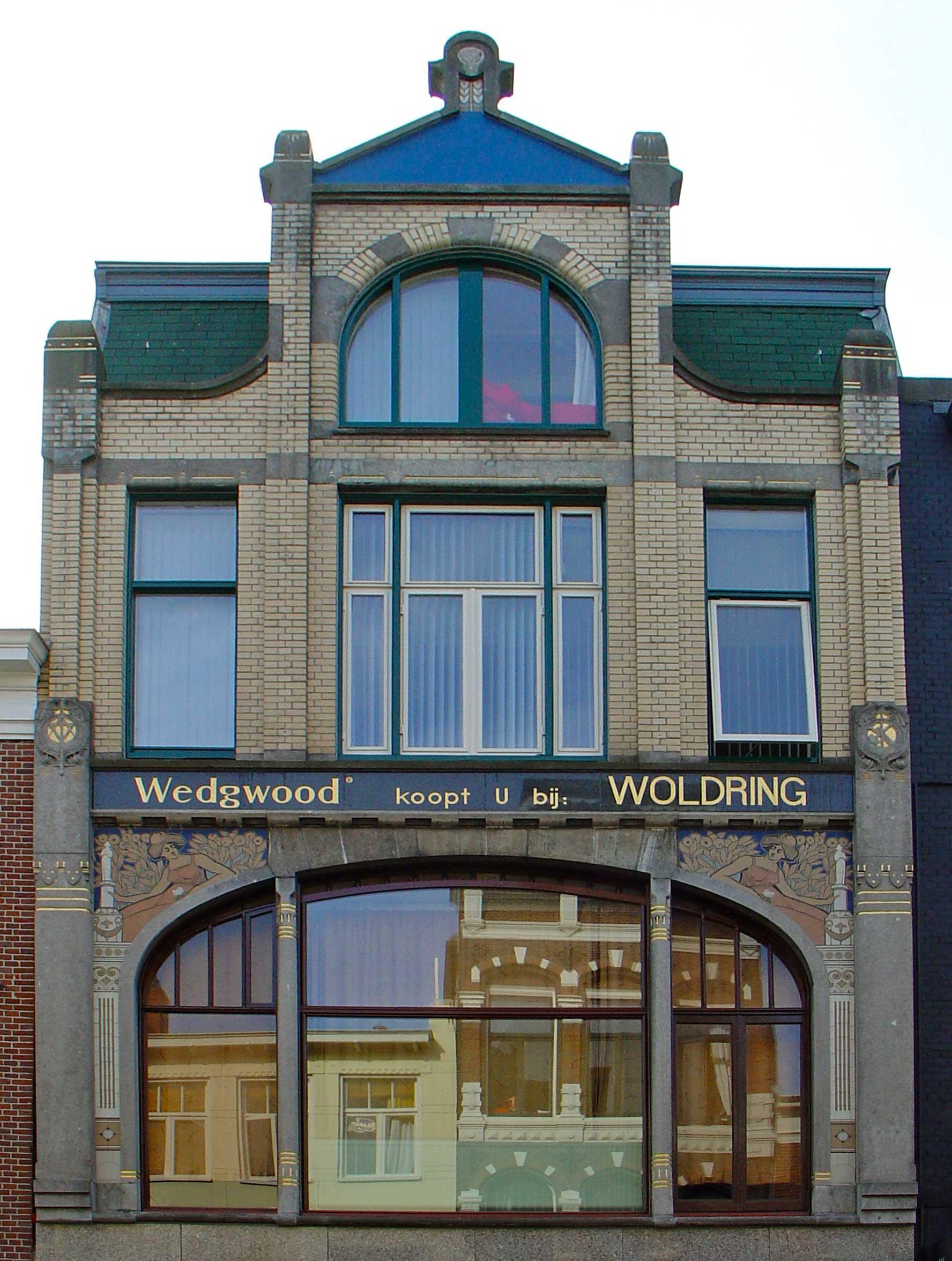 Meubeltoonzaal met woning in art nouveau stijl in groningen monument - Deco huizen ...