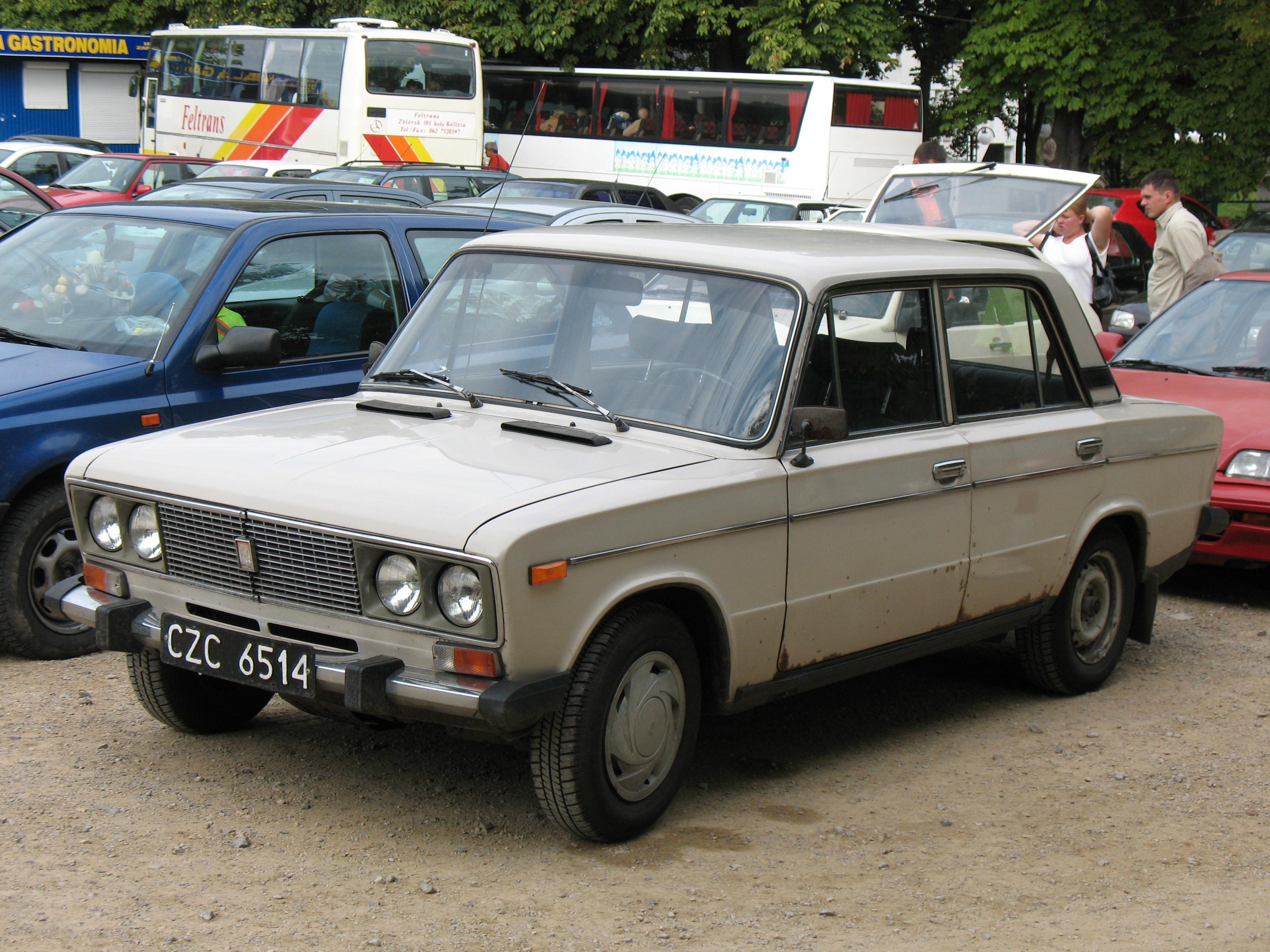File:Beige VAZ-2106 in Częstochowa, Poland.jpg