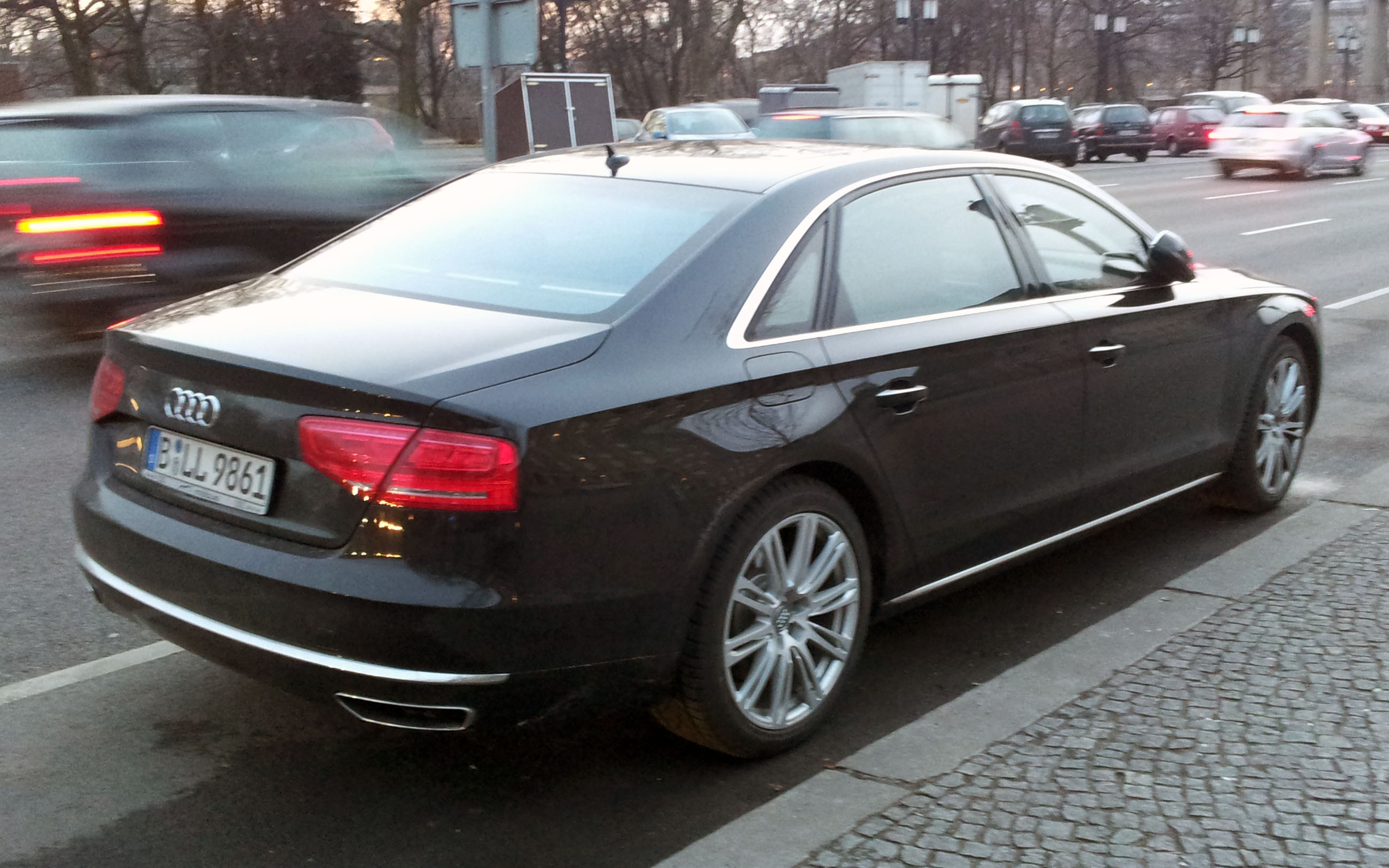 File:Black Audi A8 L W12 (D4) rr 2012.jpg - Wikimedia Commons