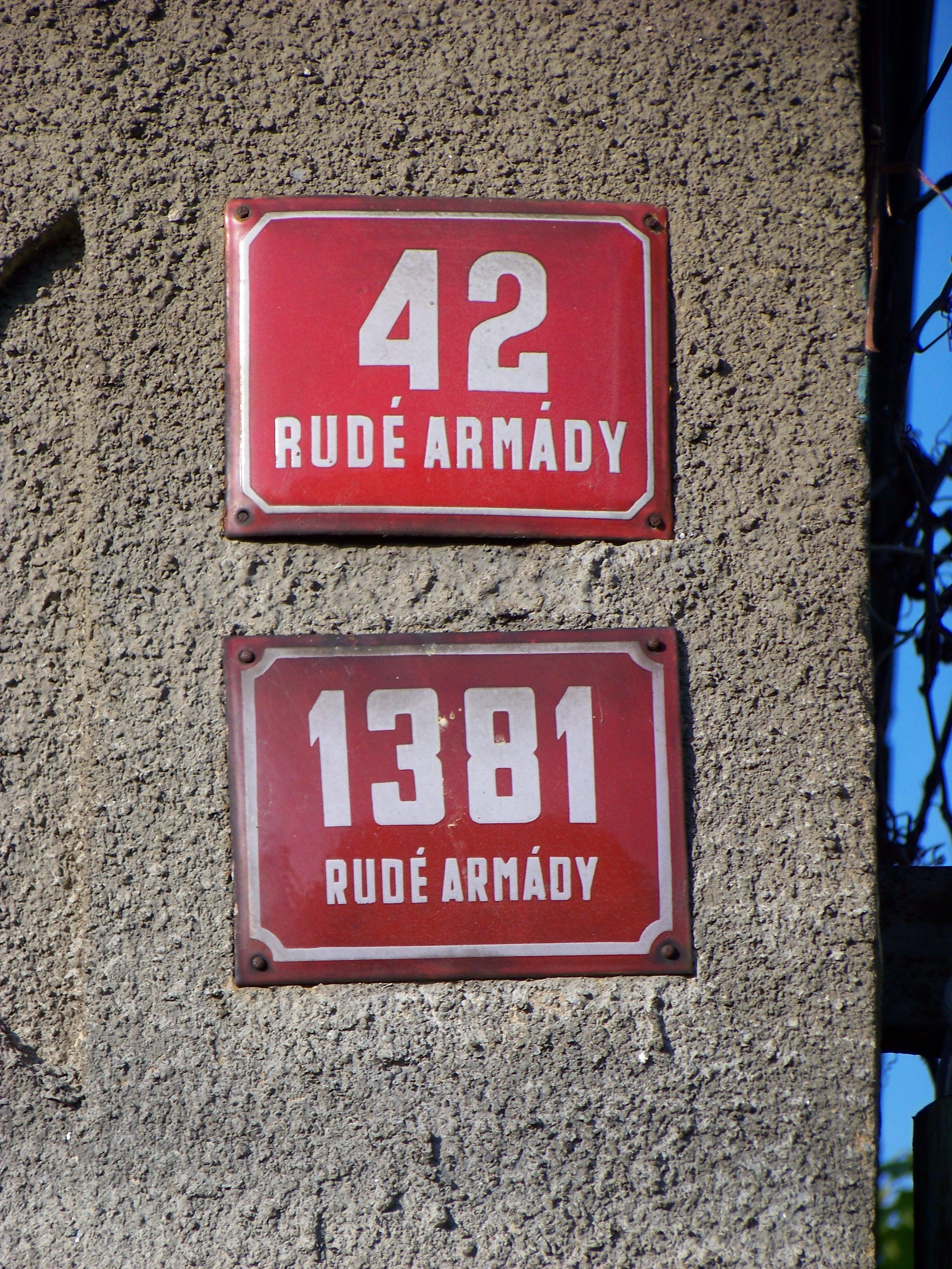 File:Božanovská 51, Rudé armády 42 a 1381.jpg