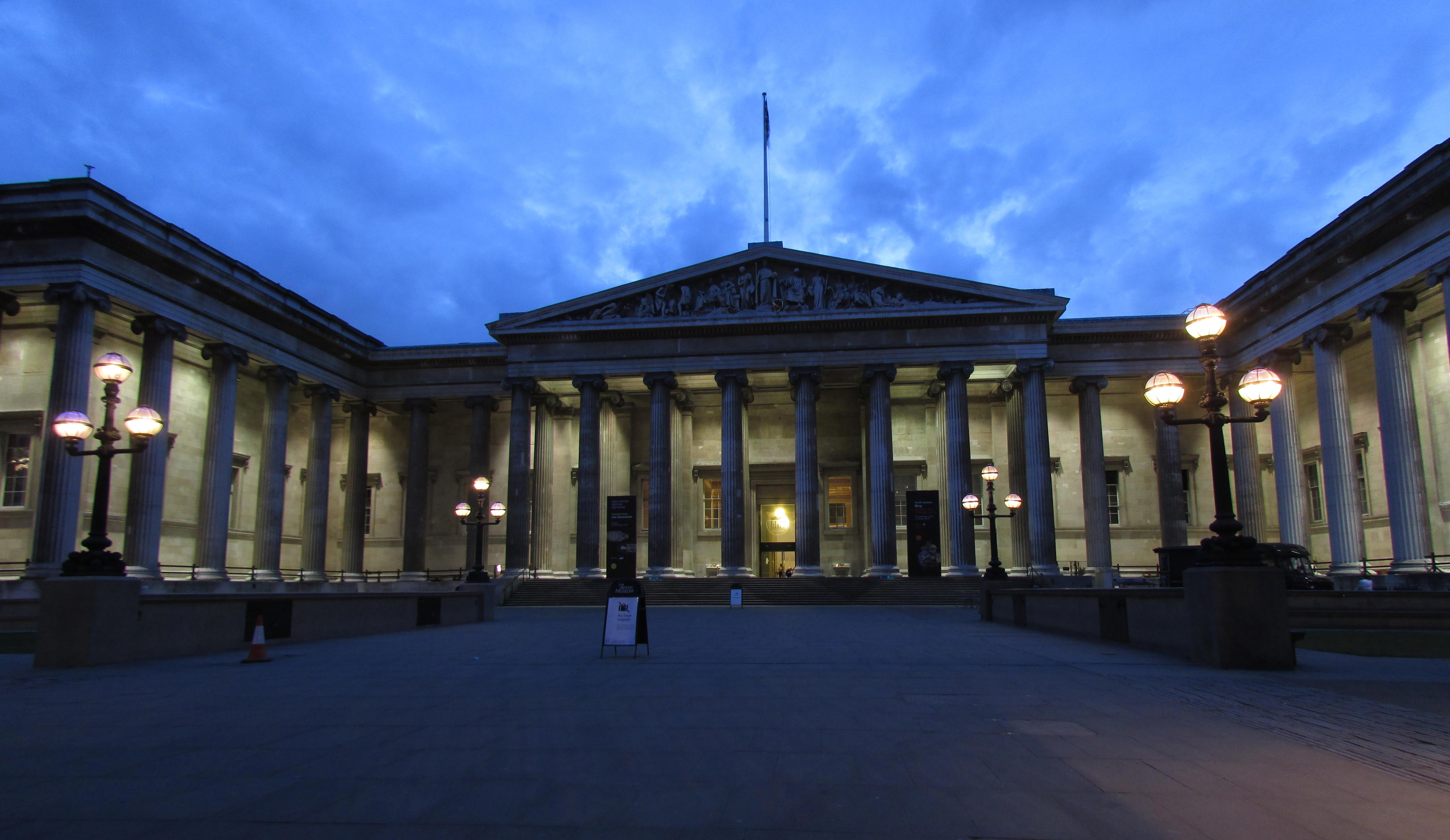 File:British Museum   Exterior Night View