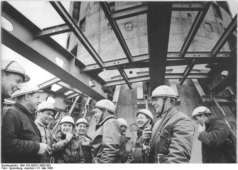 Filebundesarchiv Bild 183 G0521 0002 001 Berlin Fernsehturm Bau